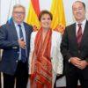 Mary Sánchez, flanqueada por José Miguel Bravo de Laguna (izquierda)  y Larry Álvarez