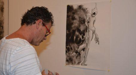 """La """"pintura indagatoria"""" de Paco Betancor se exhibe en la Casa Condal de Maspalomas"""