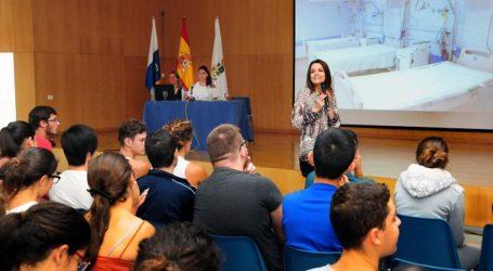 El testimonio de Raquel Domínguez cautiva a los jóvenes de Maspalomas