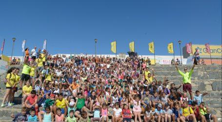 Menores de los campus de verano disfrutan del Mundial de Windsurf de Pozo