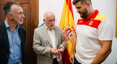Antonio Morales celebra que El Trota pasee el nombre de Gran Canaria por el planeta