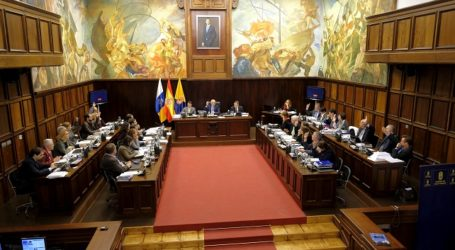 El pleno del Cabildo aprueba el presupuesto de 702 millones para 2017, un 10,5 % más