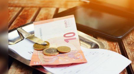 Una sentencia obliga a los camareros a repartir las propinas con el resto del personal