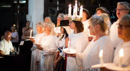 La luz ilumina a la Lucía Sueca y la Lucía Canaria para celebrar 54 años de tradición