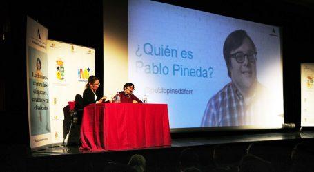 Pablo Pineda expone sus vivencias en el Centro Cultural El Tablero