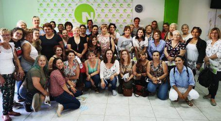 La senadora de Nueva Canarias Maria José López rinde cuentas con las camareras de piso
