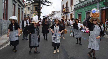 La carreta de San Bartolomé de Tirajana acude al Pino 2018 engalanada con su escudo heráldico