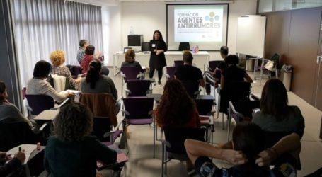 """Personal del Ayuntamiento de Santa Lucía se forma como agentes """"antirumores"""""""