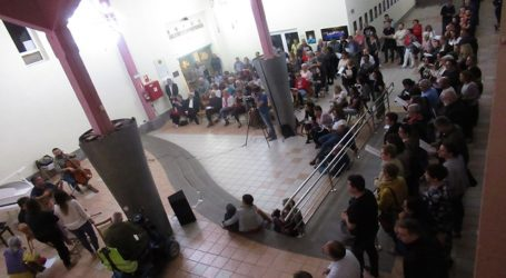Fotógrafos, amigos, familiares y admiradores llenan el Ateneo Municipal en el homenaje a Nono Castro