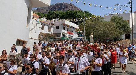 Emotiva procesión de la Virgen de Fátima de Veneguera