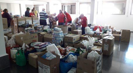 El Ayuntamiento reparte unos 8.000 kilos de alimentos y productos de higiene personal