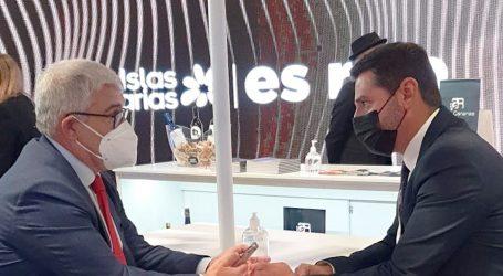 Maspalomas Costa Canaria cierra en Fitur el convenio de colaboración para la mejora de los senderos del Camino de Santiago de Tunte