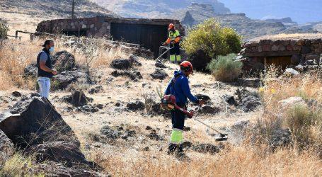 Mogán desbroza 4,3 hectáreas en barrancos y márgenes rurales para prevenir incendios