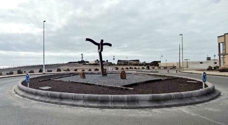 Restaurada la escultura Arinagua, de Salvador Gil