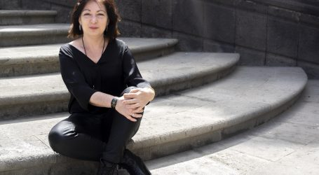 La escritora Carmen Nieto aborda en una charla la restricción en la escritura como un mecanismo para la creación literaria
