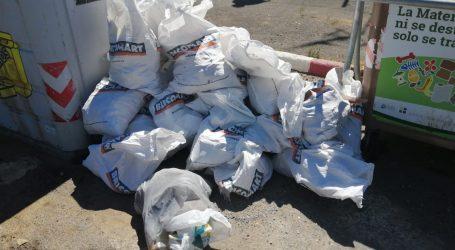 La policía local de Santa Lucía  multa a un vecino por dejar más de 1250 kilos de vertidos junto a contenedores de basura