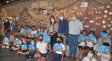 100 escolares visitan la exposición de la fábrica de cementos en El Pajar