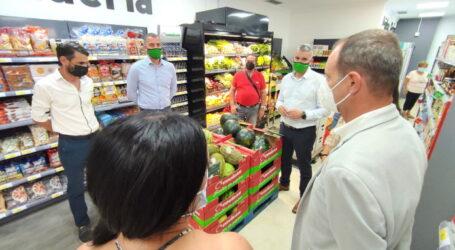 El alcalde asiste a la inauguración de un nuevo supermercado de proximidad en el casco de Agüimes.