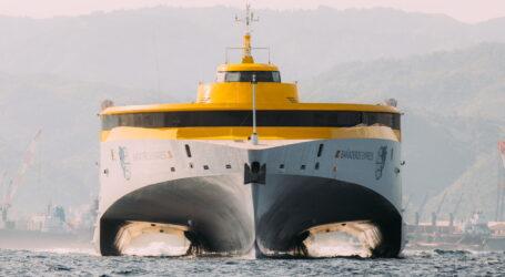 El nuevo trimarán de Fred. Olsen Express emprende su viaje hacia Canarias desde Filipinas